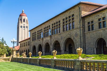 PALO ALTO, CA  미국 - 경 2014 : 캘리포니아의 중심부에 샌프란시스코와 산호세 사이에 위치한 팔로 알토 년경 2014 년 스탠포드 대학에서 스탠포드 대 에디토리얼