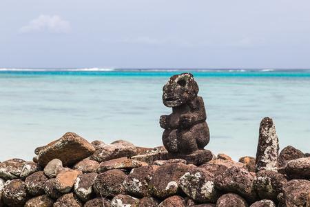 폴리네시아 사람들의 신의 종교적인 동상입니다. 스톡 콘텐츠