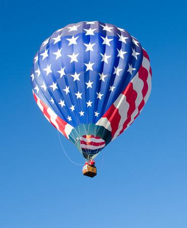 뜨거운 공기 baloon 하늘에 비행 중에