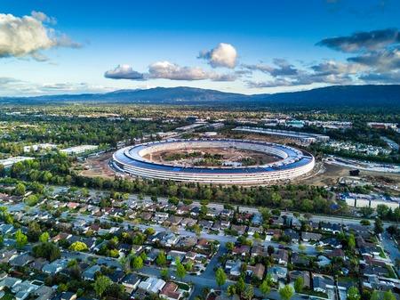 アップル Cupetino で建設中の新キャンパスの空中写真 報道画像