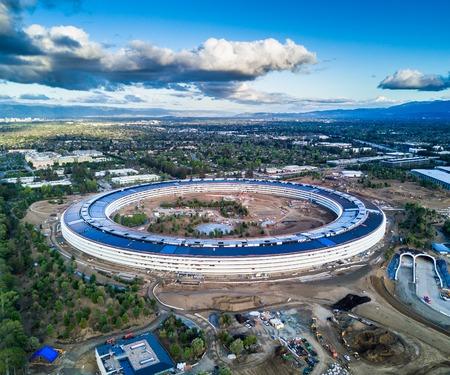 Foto aérea del nuevo campus de Apple en construcción en Cupetino Foto de archivo - 79367979