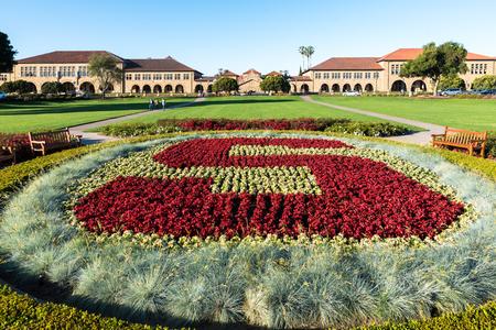 University logo at Main Camus of Stanford 報道画像