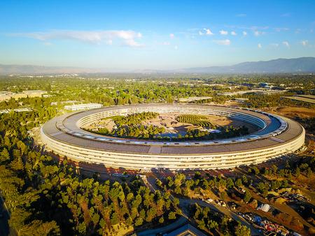 Foto aérea del nuevo campus de Apple en construcción en Cupetino