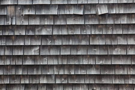 cedar shakes: Primer plano de viejo cedro lado tejas de su casa en Eastport, Maine, EE.UU..