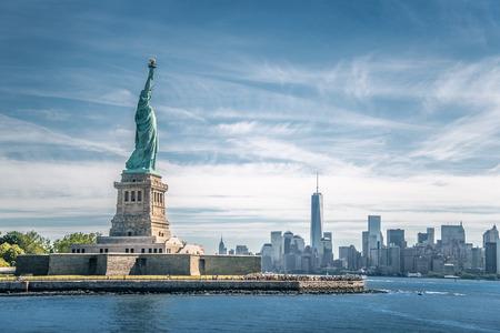 democracia: La estatua de la Libertad y Manhattan, Ciudad de Nueva York
