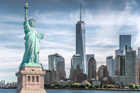 The statue of Liberty with World Trade Center background, Landmarks of New York City, USA Imagens - 81969940