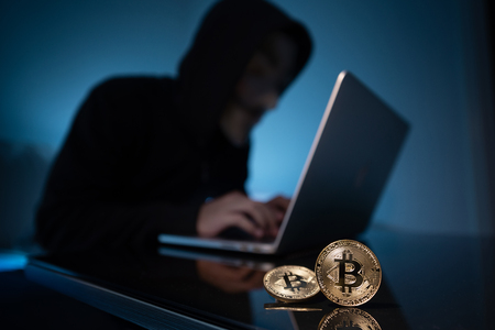 Hacker try to hack bitcoin blockchain system with laptop in dark room 免版税图像