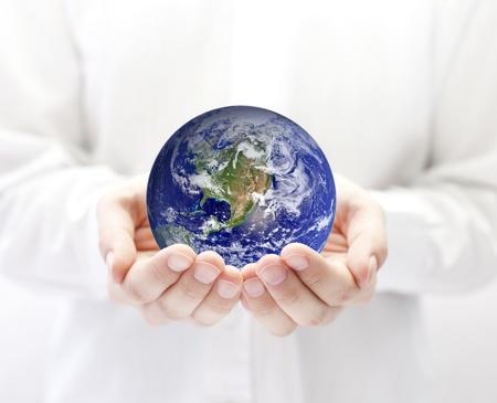 paz mundial: La tierra en manos de