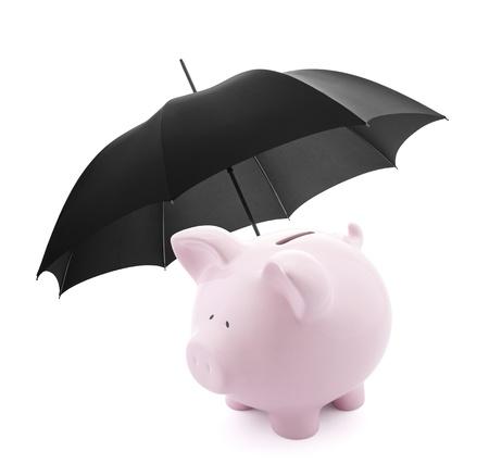 védelme: Pénzügyi biztosítás. Piggy bank esernyő Stock fotó