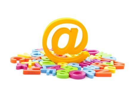 電子メールのシンボルと白い背景にカラフルな文字 写真素材