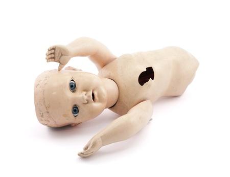 ungeliebt: Verlassenes Kind s Babypuppe mit Clipping-Pfad