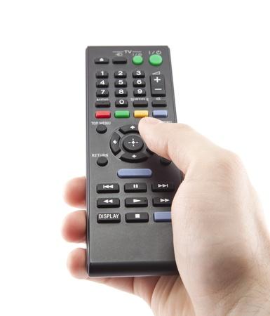 Main appuyant sur la télécommande isolé sur blanc Banque d'images