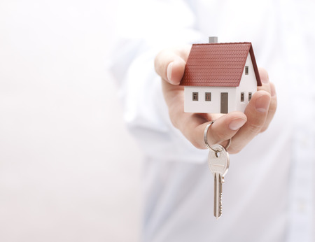 House key in hand Standard-Bild