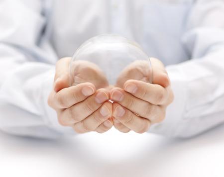 Bola de cristal en las manos Foto de archivo - 35800672