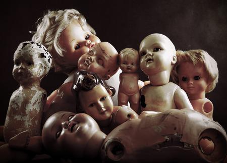 juguetes antiguos: Muñecas espeluznantes Foto de archivo