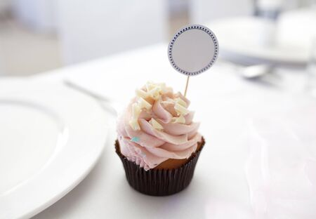 place card: Cupcake with place card on wedding table