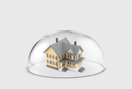 Maison protégée sous un dôme de verre Banque d'images