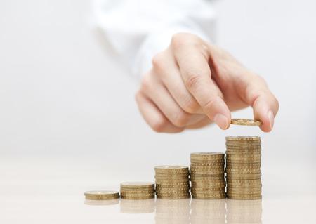 Stijgende stapel muntstukken