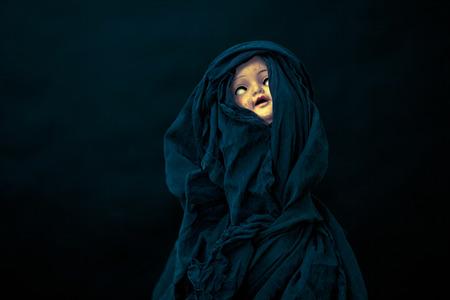 hag: Creepy doll face