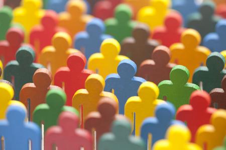 Kleurrijke geschilderde groep mensen figuren