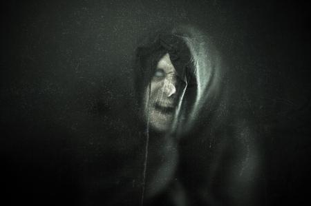 Boos spookbeeld in het donker Stockfoto