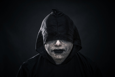 Scary figure in hooded cloak Stockfoto