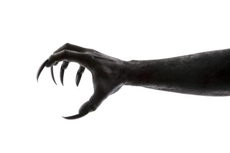 Griffe de monstre effrayant isolé sur fond blanc