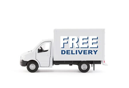 Camion del carico di consegna gratuita su sfondo bianco