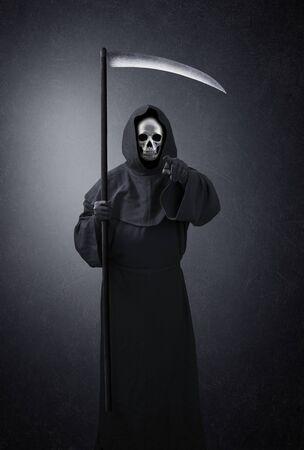 Grim reaper pointing at you in the dark Standard-Bild