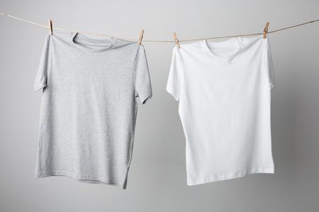 ロープのモックアップ、t シャツがあなたのデザインを交換する準備ができてください。
