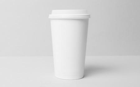 Vuoto tazza di carta bianca