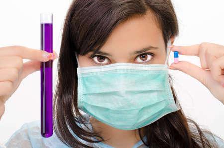 laboratorio clinico: Close-up de tubo de vidrio con líquido químico en la mano Foto de archivo