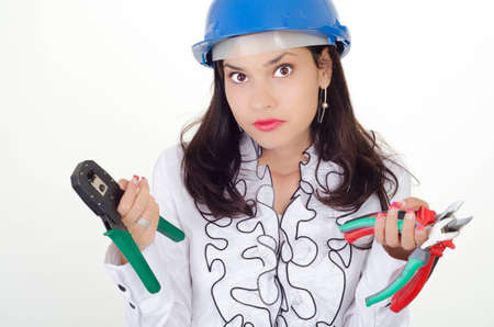 alicates: Joven mujer de negocios elige la herramienta adecuada Foto de archivo