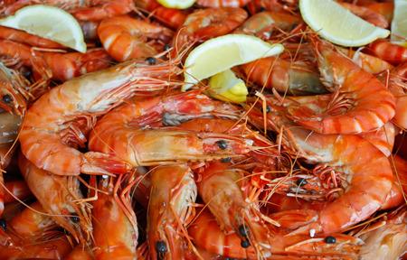 Platter of fresh king prawn shrimps with lemon