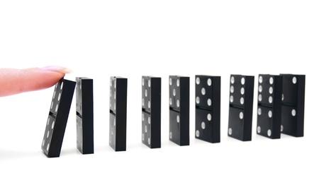 Domino-Effekt auf einem weißen Hintergrund Standard-Bild - 13806276