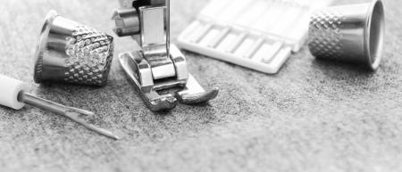 Die Nähmaschine und Werkzeuge. Standard-Bild - 14152247