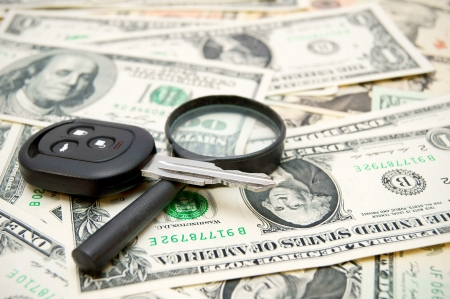 enlarger: Keys from the car and a magnifier on money  Stock Photo