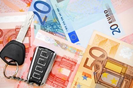 dinero euros: Llaves del coche de los billetes en euros