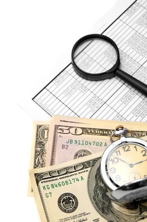 시계, 돋보기, 문서 및 돈 롤 스톡 콘텐츠