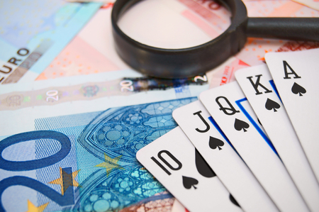 Magnifiers and game cards for euro.