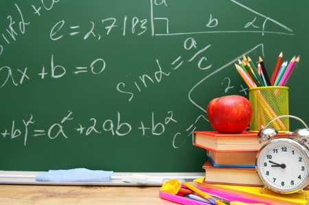Back to school. School accessories against a school board. 版權商用圖片