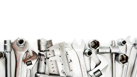금속 세공. 스 패너, 눈금자, 캘리퍼스 및 다른 도구 흰색 배경에. 스톡 콘텐츠