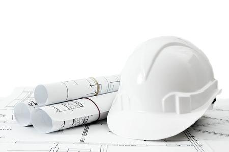건설 하우스입니다. 수리 작업. 흰색 배경에 건물 헬멧 도면.