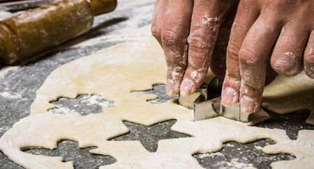 stone cutter: Preparation of the dough On the stone table with flour. Stock Photo