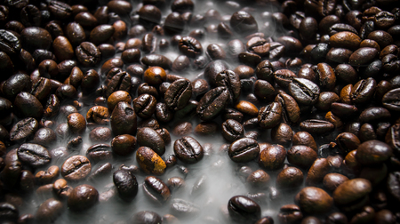 roasting: Fragrant fried coffee beans. With smoke roasting.