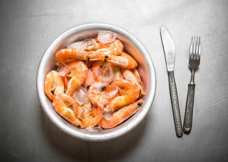 jumbo shrimp: Jumbo shrimp with ice. On the metal table.