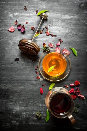 frutas secas: Fresh tea with pomegranate and dry fruits. On a black wooden background.