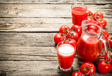 Fresh tomato juice. On a wooden background. 스톡 콘텐츠