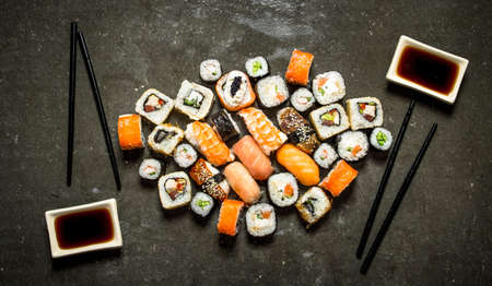 Japanese food. A variety of rolls and sushi with seafood and soy sauce. Standard-Bild