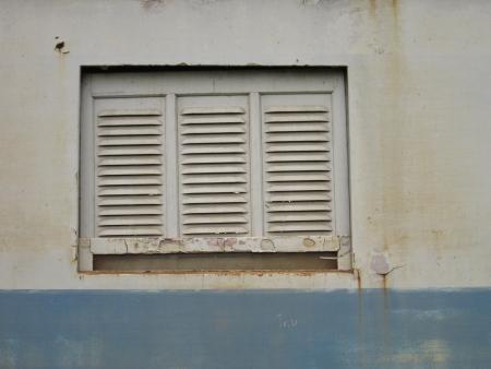 ventana rota: sucio textura de ventana rota oxidada